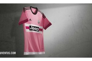 Su segundo uniforme es en el tradicional color rosa. Foto:juventus.com. Imagen Por:
