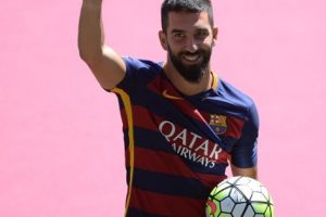 Arda Turán también lo llevó en su presentación con el Barça. Foto:Getty Images. Imagen Por: