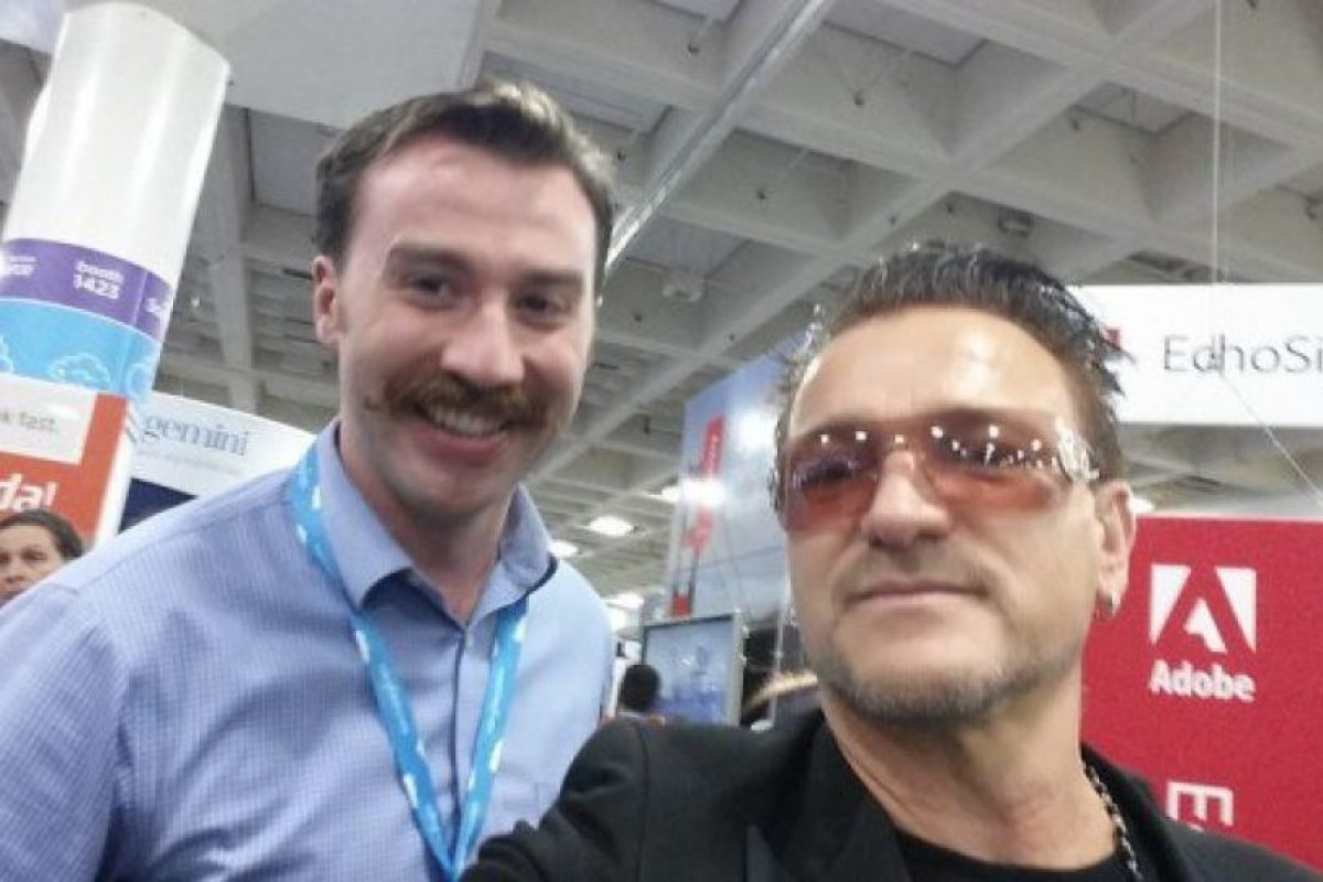 Este es el mejor imitador de Bono Foto:vía collegehumor.com. Imagen Por: