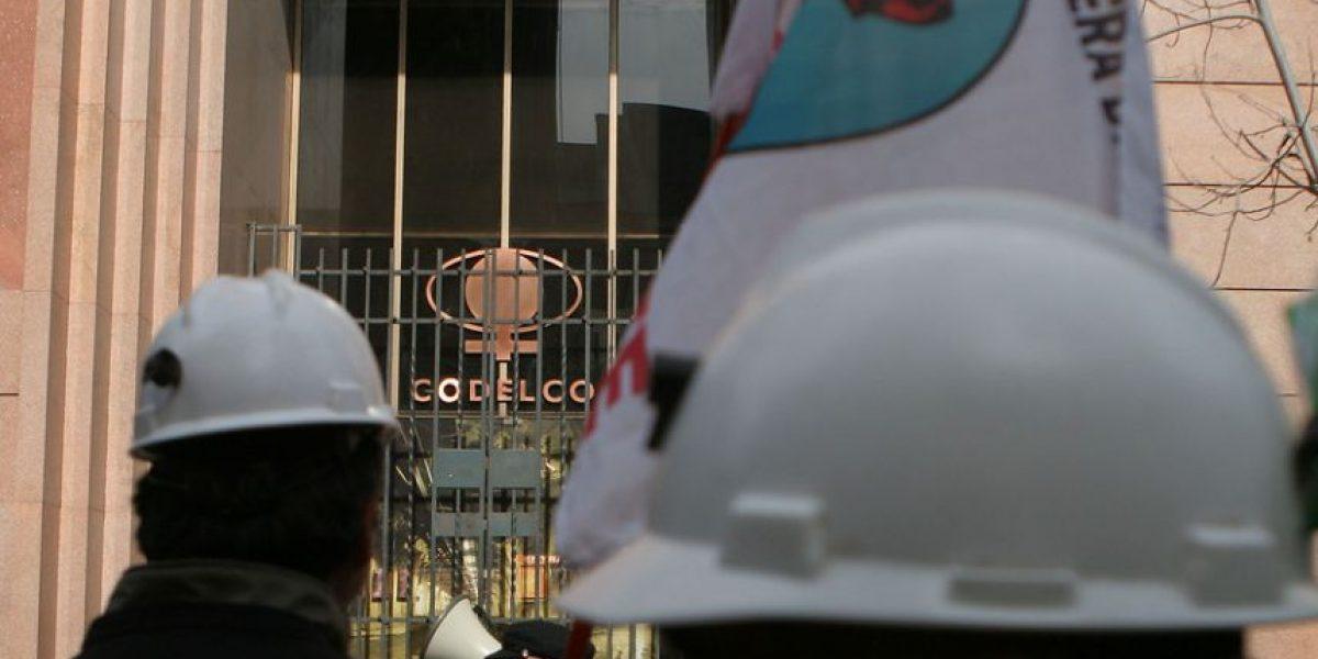 """Trabajadores del Cobre se declaran """"en estado de alerta"""""""