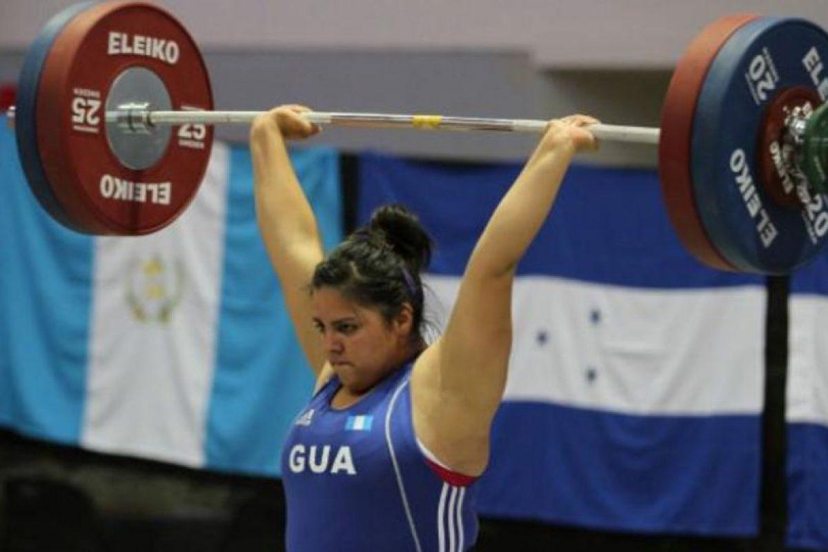 La pesista guatemalteca fue retirada por su delegación antes de que compitiera en los Panamericanos Foto:Vía toronto2015.org. Imagen Por: