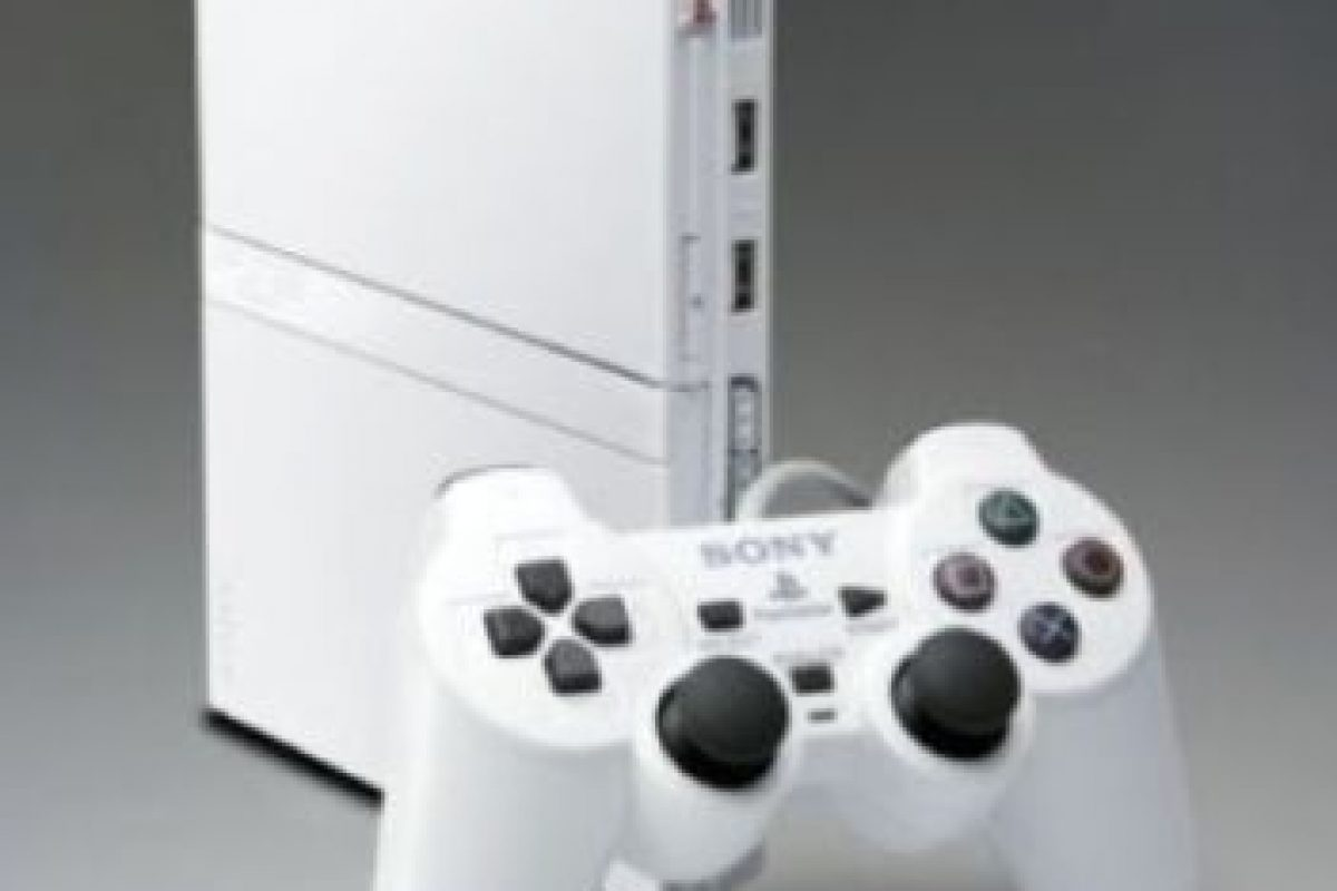 PlayStation 2 Slim color blanco. Foto: Sony. Imagen Por: