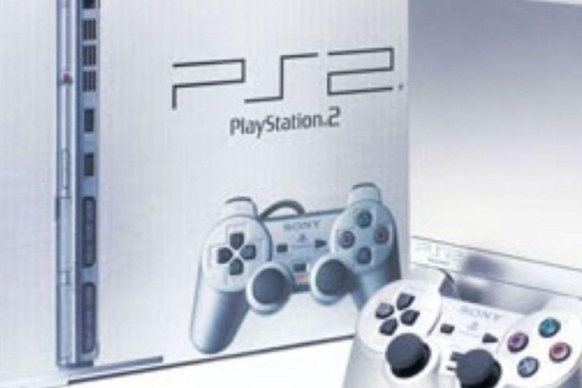 PlayStation 2 Slim (2004). Foto:Sony. Imagen Por: