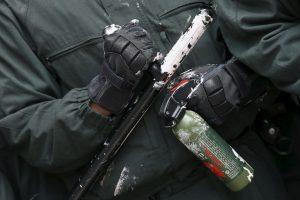 En una persecución policial, los agentes decidieron arrojar gas pimienta al sospechoso. Foto:Getty Images. Imagen Por: