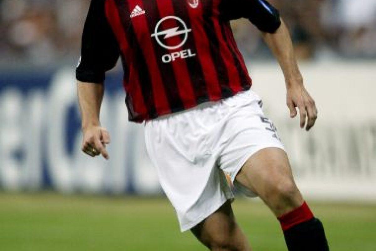 En el 2000, Redondo, titular para Vicente del Bosque en el Real Madrid fue vendido al AC Milán cuando tenía 31 años de edad. Foto:Getty Images. Imagen Por: