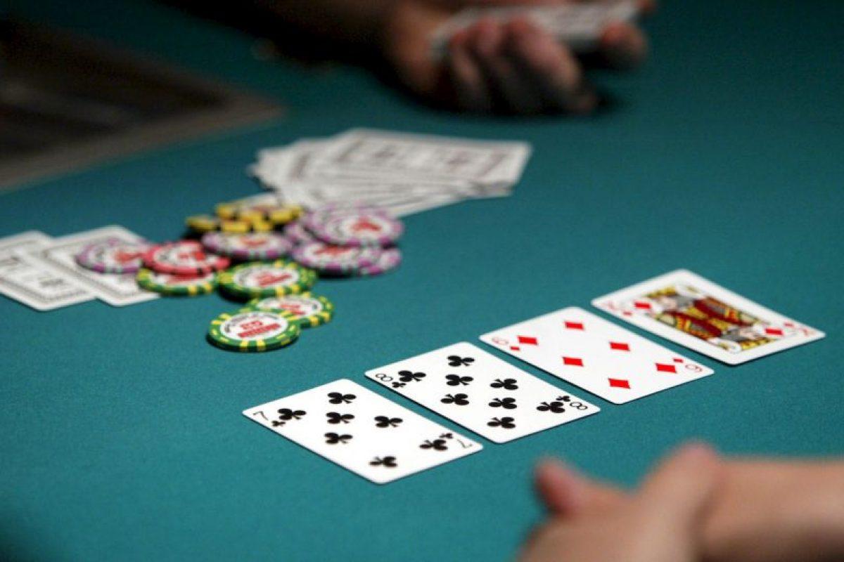 El objetivo es utilizar todas las cartas de la baraja, para construir las cuatro pilas de naipes clasificadas por pintas comenzando por los ases en orden ascendente Foto:Getty Images. Imagen Por:
