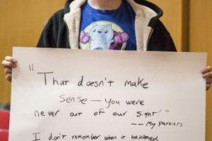 """""""Lo que dices no tiene sentido. Nunca te perdimos de vista"""": Mis padres. No recuerdo cuando eso pasó, ni siquiera quién me hizo eso. Pero el miedo plantado en mi es real. Y quiero dejarlo ir. Foto:vía Project Unbreakable.org. Imagen Por:"""