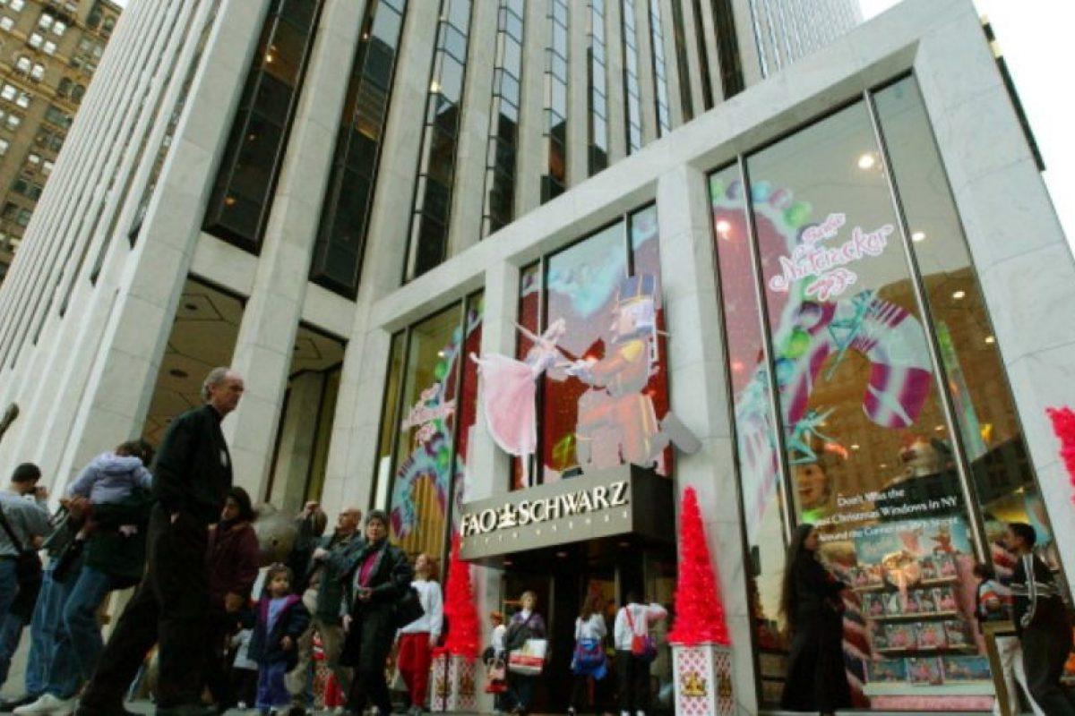El que quisiera llevarse un souvenir de Nueva York debía llevarse un peluche de la Fao Schwarz. Foto:vía Getty Images. Imagen Por: