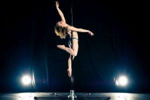 El pole dance también implica gran esfuerzo Foto:Pinterest. Imagen Por:
