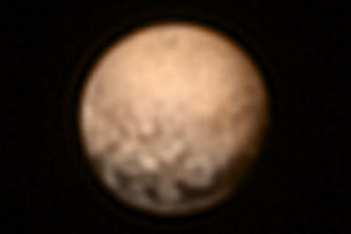 Esta semana, la misión espacial no tripulada de la NASA, destinada a explorar Plutón, dio sus primeros datos e imágenes relevantes sobre este planeta enano Foto:NASA. Imagen Por: