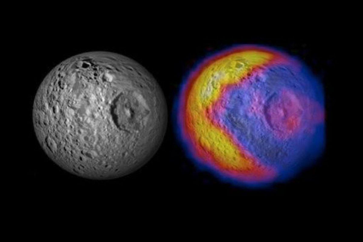"""En 2012, la NASA encontró un """"Pac-Man"""" escondido en Tetis, la luna de Saturno, gracias al vuelo de la sonda Cassini Foto:NASA. Imagen Por:"""
