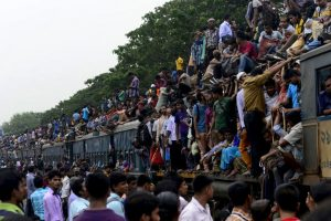 Migrantes de Macedonia y Serbia en tren que los llevará hacia los países europeos. Foto:AFP. Imagen Por: