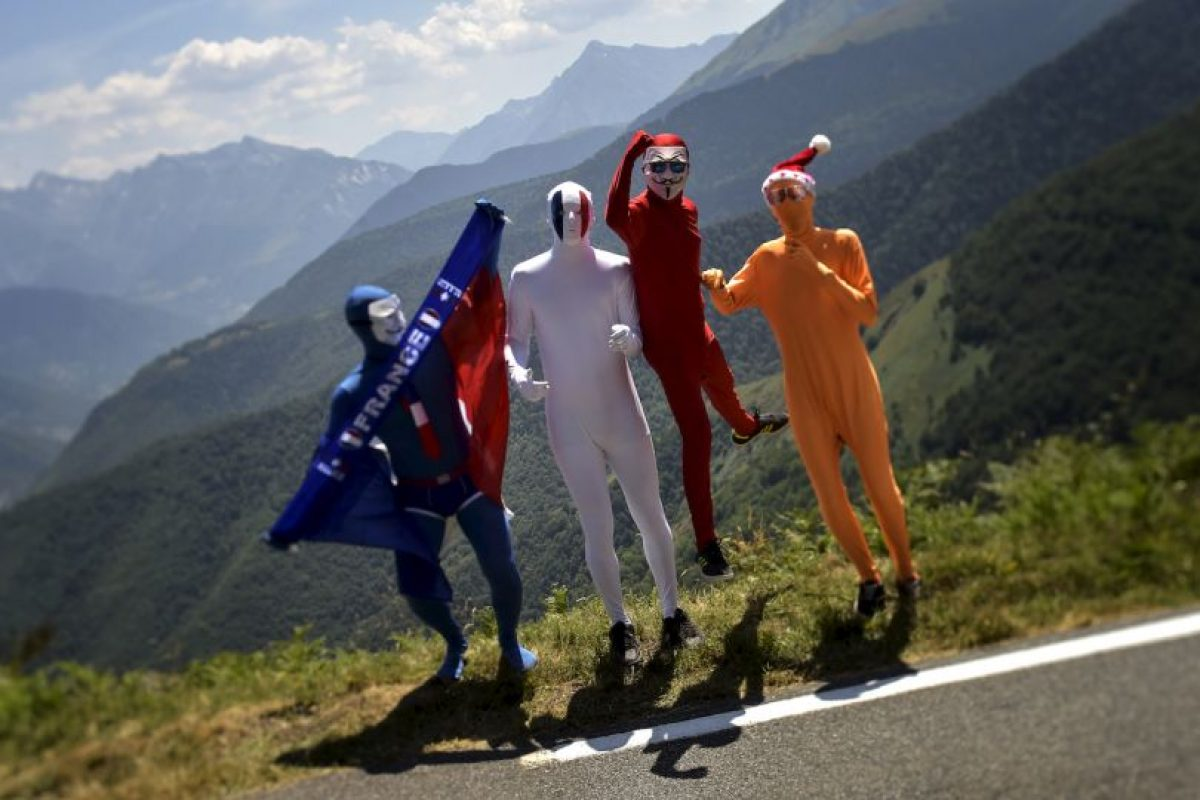 Partidarios disfrazados durante el Tour de Francia. Foto:AFP. Imagen Por: