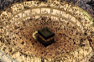 Fieles musulmanes rezan un día antes del fin del Ramadán. Foto:AFP. Imagen Por: