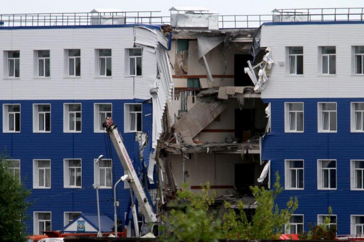 Edificio colapsado en Rusia. Un total de 23 soldados rusos murieron aplastados. Foto:AFP. Imagen Por: