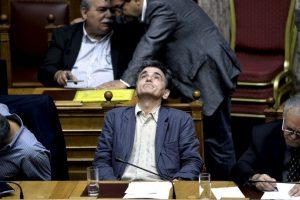 El ministro de Finanzas griego Euclides Tsakalotos durante la votación en el Parlamento sobre las medidas de austeridad. Foto:AFP. Imagen Por: