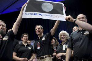 Allan Stern, investigador de la misión New Horizons celebra el sobrevuelo de la NASA a Plutón. Foto:AFP. Imagen Por: