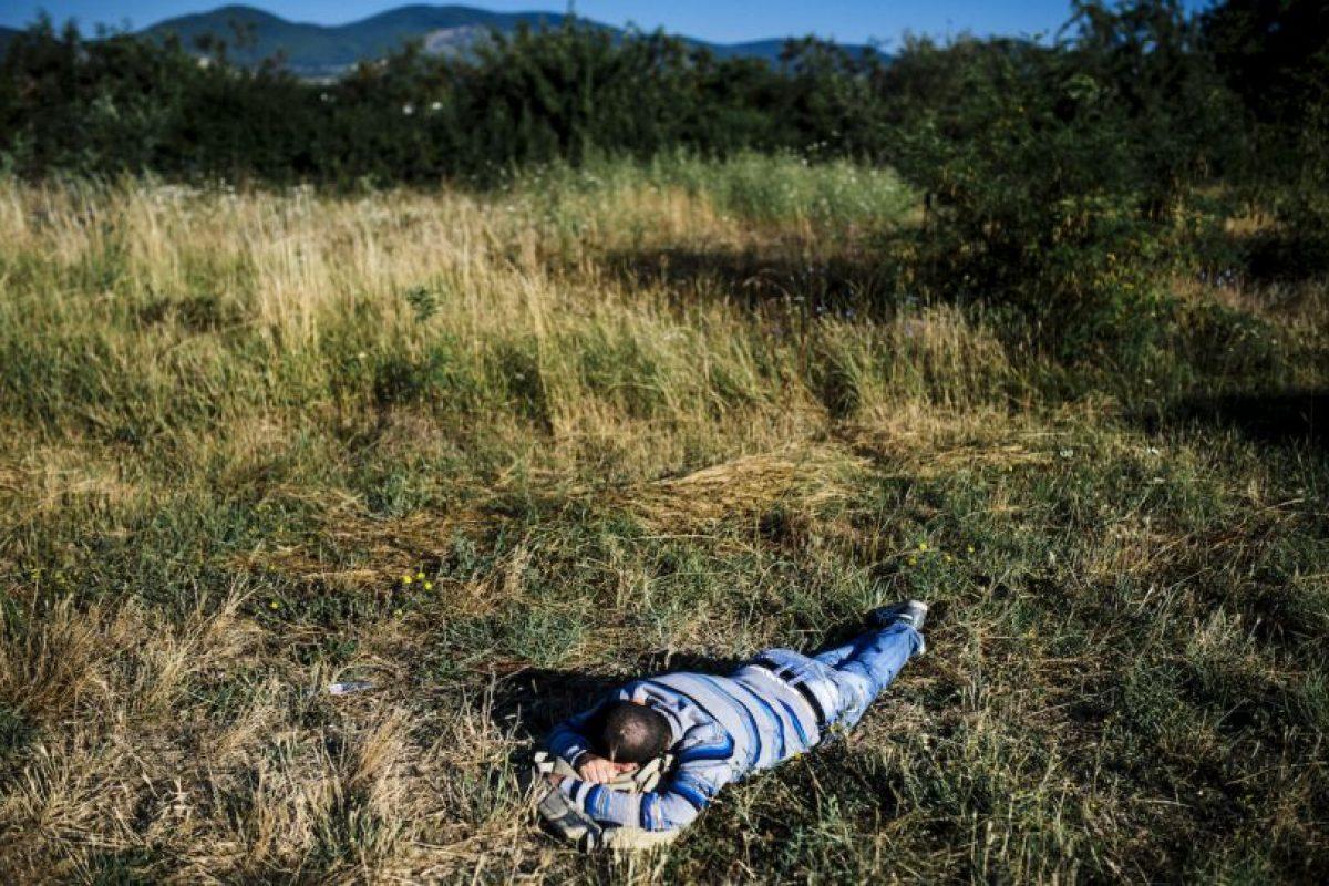 Migrante descansa en Serbia. Foto:AFP. Imagen Por:
