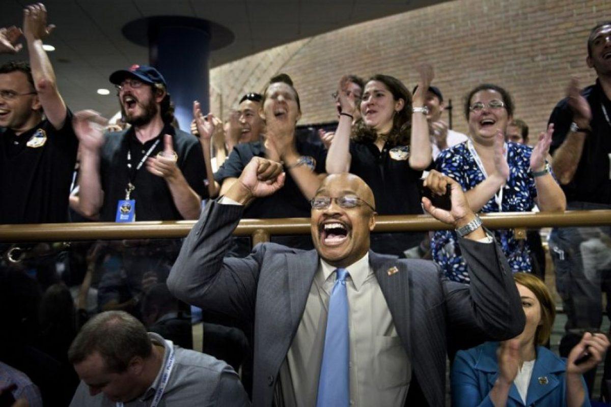 El emotivo momento en que la NASA reveló imagen de Plutón nunca antes vista Foto:AFP. Imagen Por: