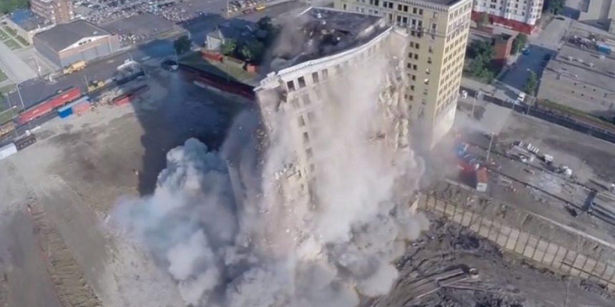 Así se ve la demolición de un edificio desde un drone