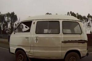 Juan Recabarren y su furgón parecido al de Farkas Foto:Chilevisión. Imagen Por: