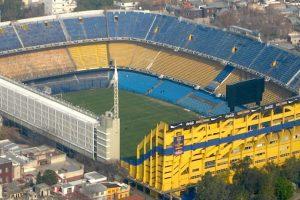 """Es la casa de Boca Juniors, uno de los clubes más importantes de Sudamérica. Maradona lo llamó """"El templo del fútbol mundial"""" y figuras como Pelé y Zico, declararon que en este recinto se vive una """"experiencia única"""". Es famosa la pasión que se desborda aquí durante el Clásico frente a River Plate. Foto:Wikimedia. Imagen Por:"""