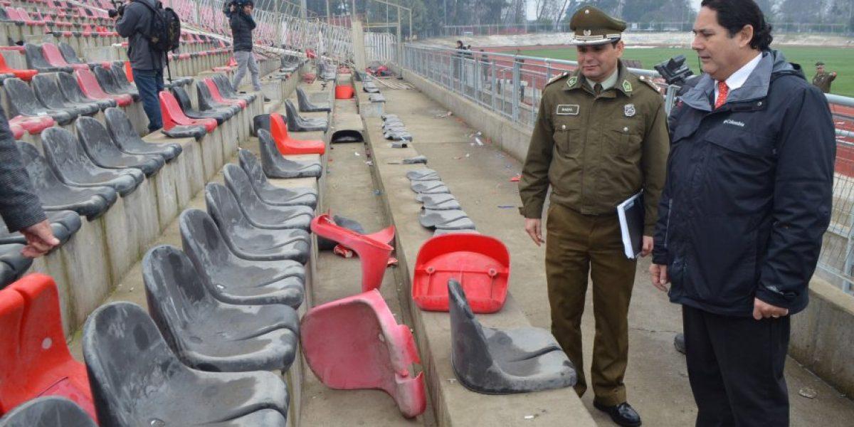Fotos: Así quedó la tribuna del Fiscal de Talca tras los disturbios en Copa Chile