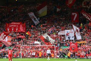 """""""You'll never walk alone"""" es el himno del Liverpool y uno de los más bellos en el fútbol. Escuchar a Anfield cantarlo es una experiencia que impacta a todo aficionado. Foto:Getty Images. Imagen Por:"""