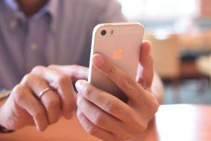 """El médico David Mohr descubrió que puede diagnosticarse la enfermedad gracias al tiempo que las personas dedican a su """"smartphone"""". Foto:Getty Images. Imagen Por:"""