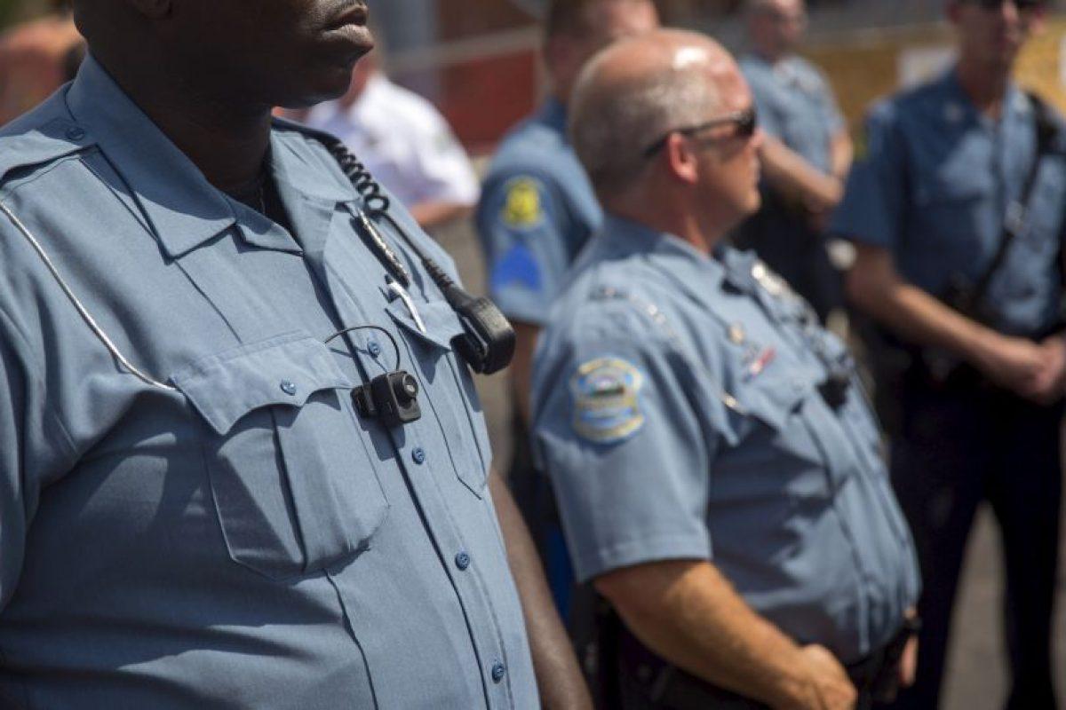 El agente de policía decidió golpear a la chica después de que ella lo pateara. Foto:Getty Images. Imagen Por: