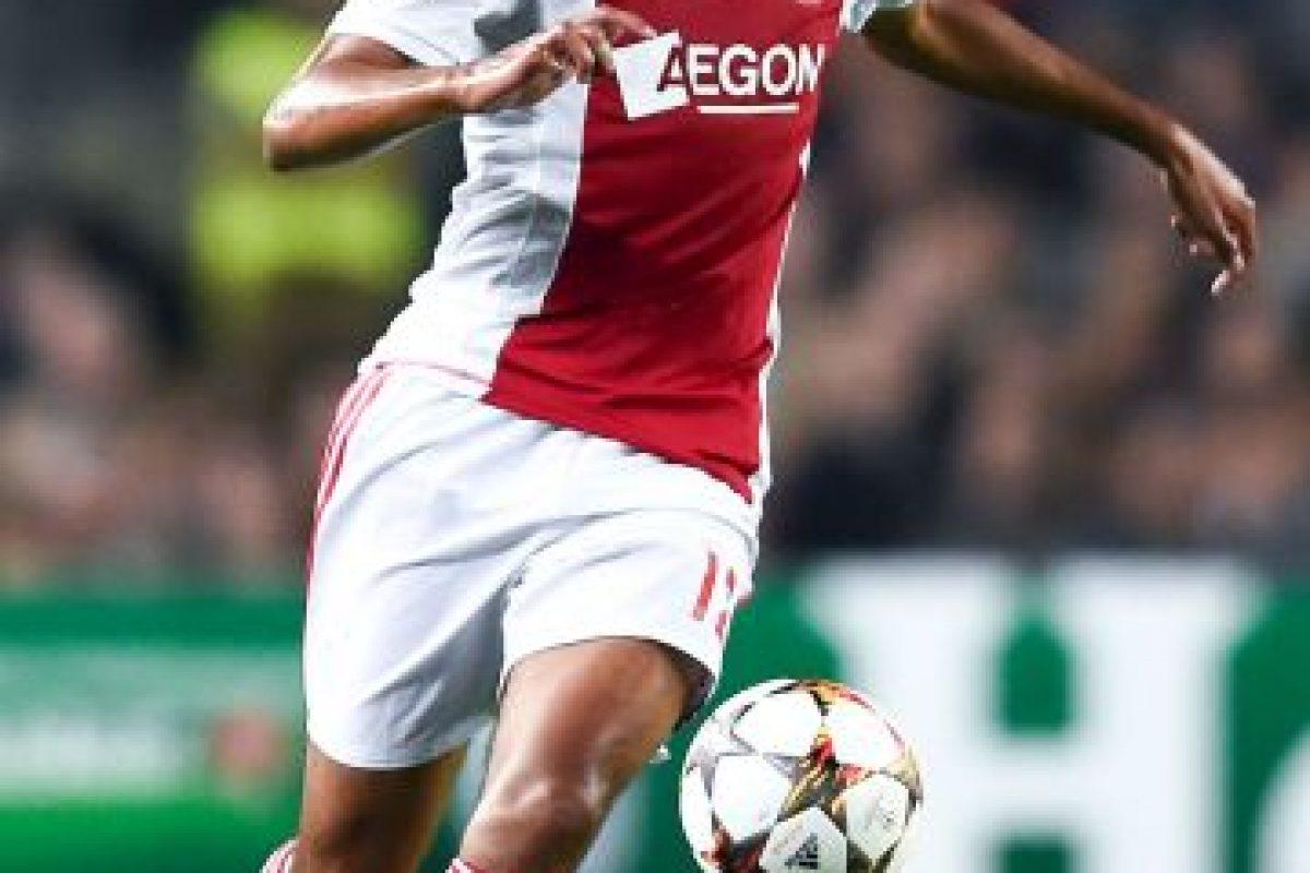 Es defensa central del Ajax y tiene 18 años. Foto:Getty Images. Imagen Por: