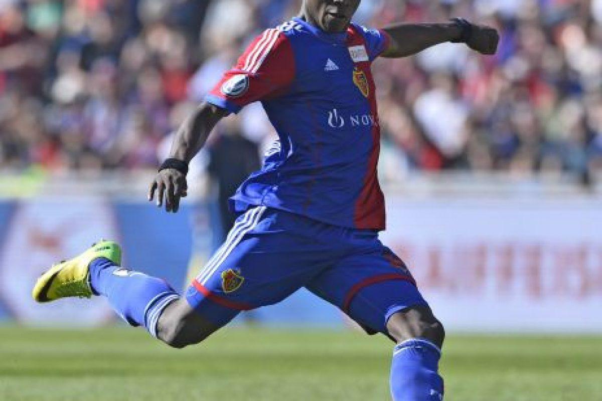 Es un centro delantero suizo de ascendencia camerunesa, juega en el Basel y tiene 18 años. Foto:Getty Images. Imagen Por: