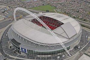"""Fue construido sobre el original Estadio de Wembley. En 2002, este se demolió y en 2007, el nuevo recinto fue inaugurado. Fue el propio Pelé quien lo bautizó como """"La catedral del fútbol"""". Foto:Getty Images. Imagen Por:"""
