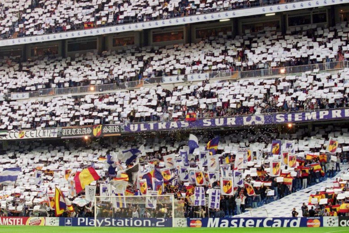 Casa del Real Madrid, se inauguró en 1947 (remoledado de 2001 a 2006) y puede recibir a 81 mil aficionados. Foto:Getty Images. Imagen Por: