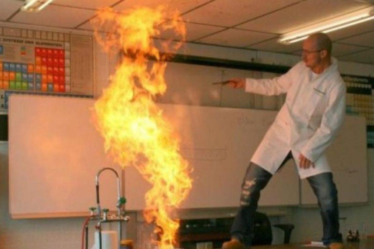 Este, que parece incendiar el laboratorio. Foto:vía Imgur. Imagen Por: