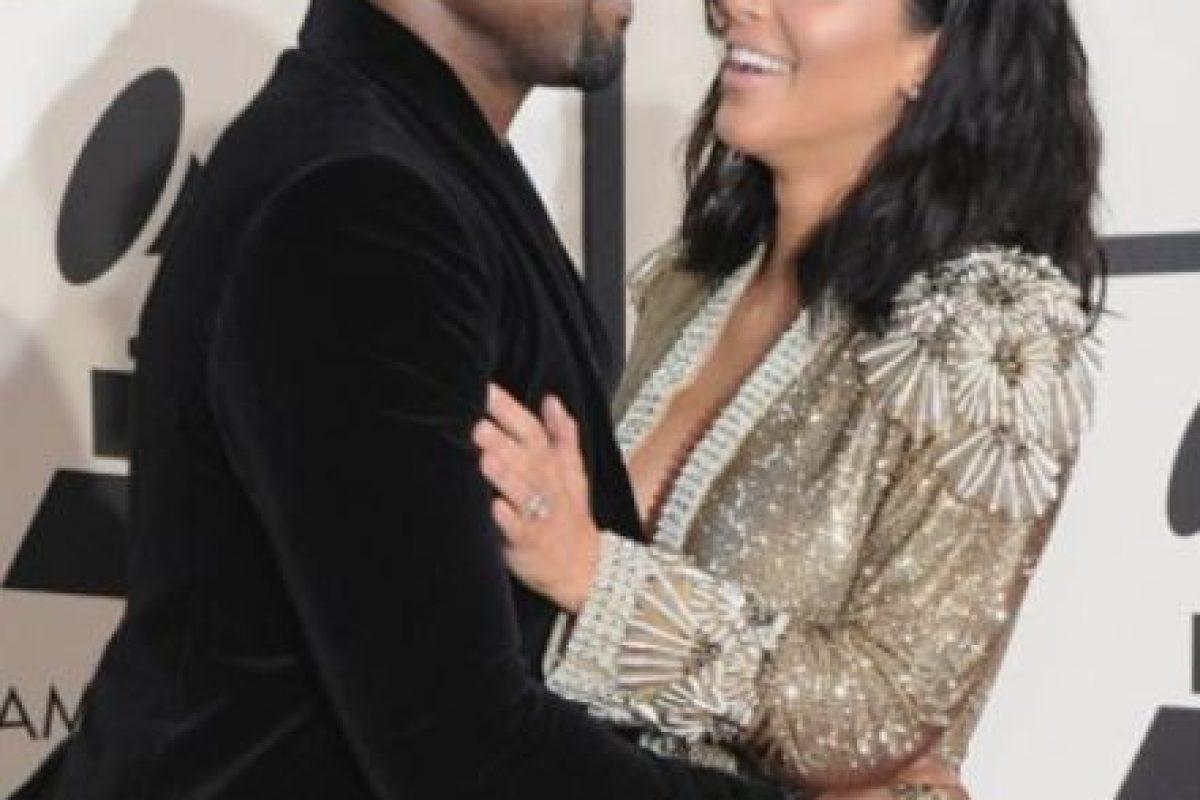 Muy parecido al de su hermana Kim en los Grammy. Foto:vía Getty Images. Imagen Por: