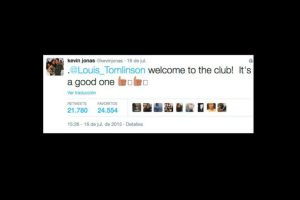 """El ex Jonas Brothers molestó a las fans de One Direction, cuando supuestamente incluyó en su """"club de padres"""" al cantante Louis Tomlinson. Foto:vía twitter.com/kevinjonas. Imagen Por:"""