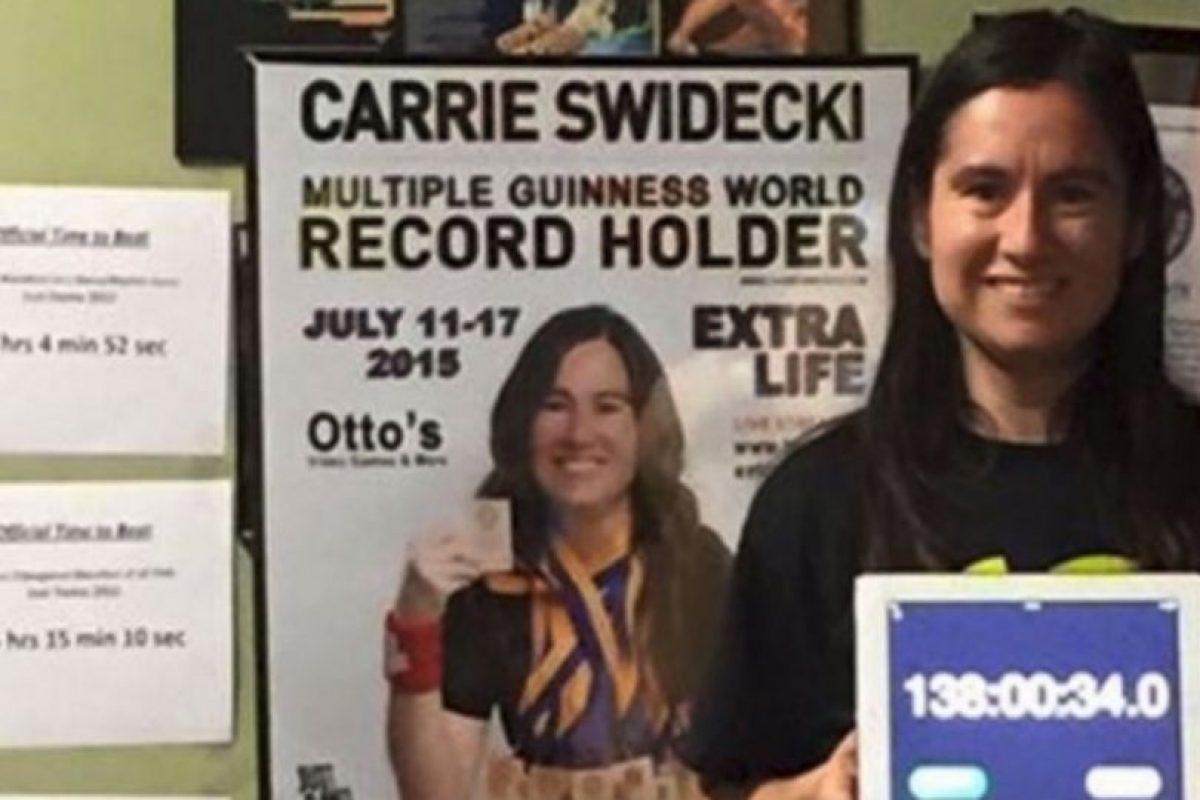 Carrie Swidecki es una maestra de Bakersfield, California, Estados Unidos, que posee varios récords mundiales de juegos de baile Foto:twitter.com/OriginalPSP/. Imagen Por: