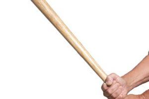 """Destrozaron sus rodillas con un bate de béisbol. Ella le gritó que eso fue por haberla violado. Luego le tatuó el pene con la palabra """"violador"""". Foto:vía Getty Images. Imagen Por:"""