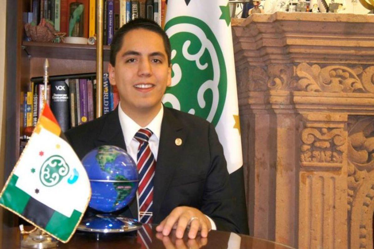 Dr. Andrew Almazán Foto:vía facebook.com/Centro-de-Atención-al-Talento. Imagen Por:
