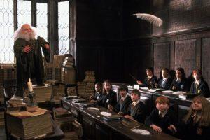 """Si un muggle por casualidad se llegara a aparecer en Hogwarts, este solo se vería como un edificio ruinoso con el anuncio de """"peligro"""" Foto:vía facebook.com/HarryPotterUK. Imagen Por:"""