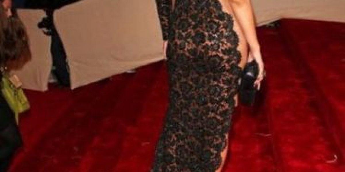 FOTOS: Rihanna mostró de más al salir con pijama a la calle