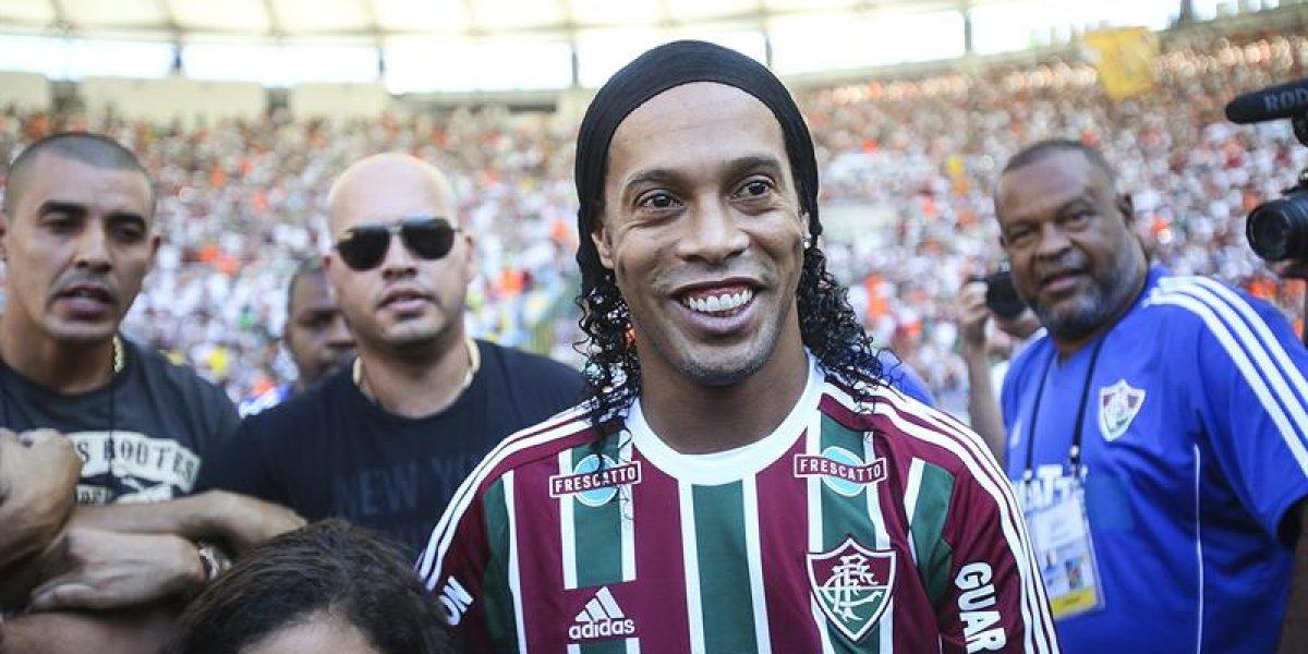 Ronaldinho fue presentado en Fluminense en un Maracaná repleto