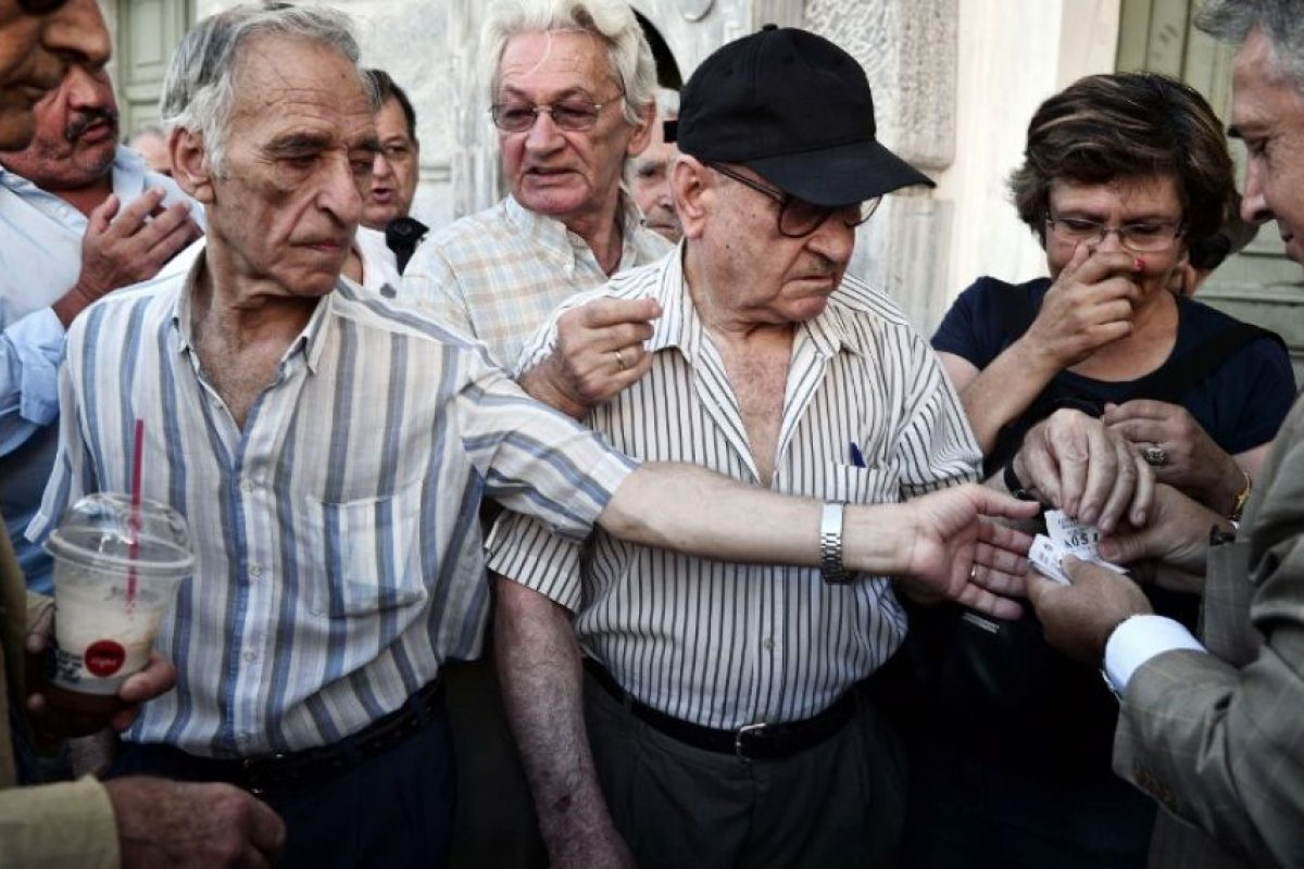 Los pensionados del país acudieron a las instituciones bancarias Foto:AFP. Imagen Por: