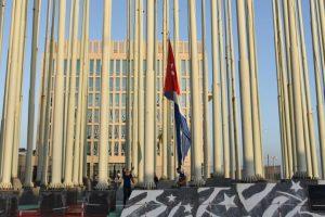 Hoy se llevó a cabo la apertura de la Embajada de Cuba en Estados Unidos, hecho que oficializó el restablecimiento de las relaciones diplomáticas entre ambos países. Foto:AFP. Imagen Por: