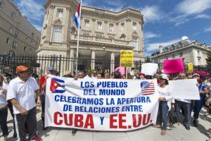 También hubo manifestaciones a favor del restablecimiento de las relaciones de ambas naciones Foto:AFP. Imagen Por:
