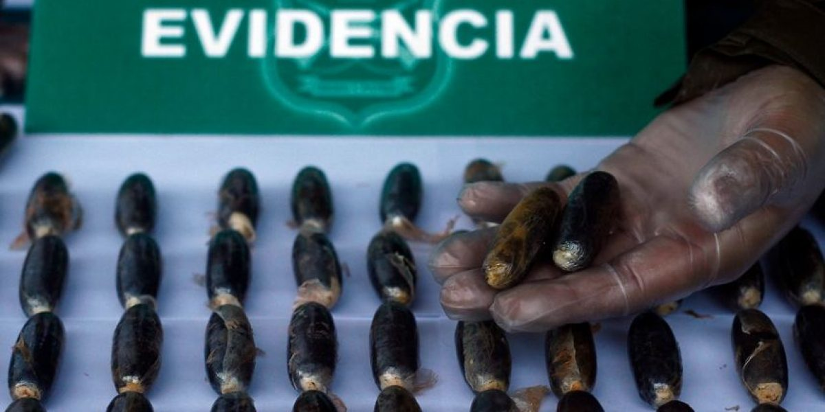 Detienen a primas con 158 ovoides de cocaína en sus cuerpos