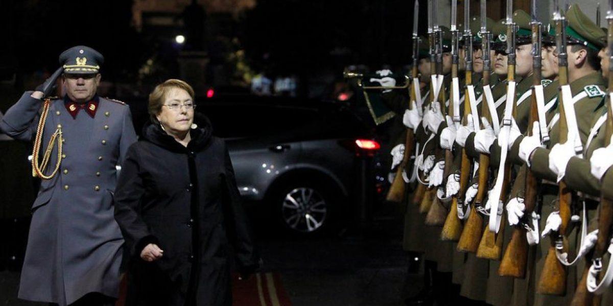 Cadem: Bachelet estanca respaldo pero aumenta en desaprobación