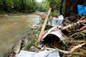 La familia se había resguardado en el baño de una casa rodante. Foto:AP. Imagen Por: