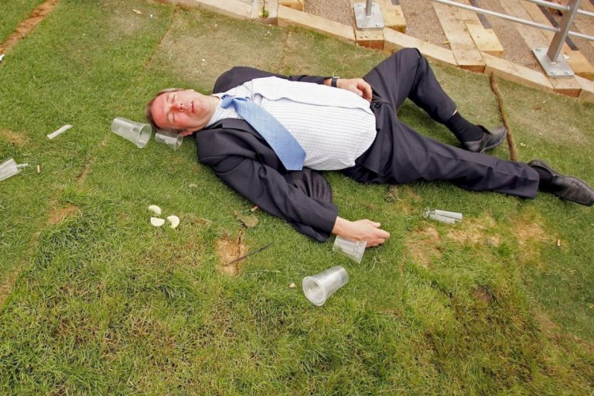 El alcoholismo es un padecimiento que genera una fuerte necesidad de ingerir alcohol Foto:Getty Images. Imagen Por: